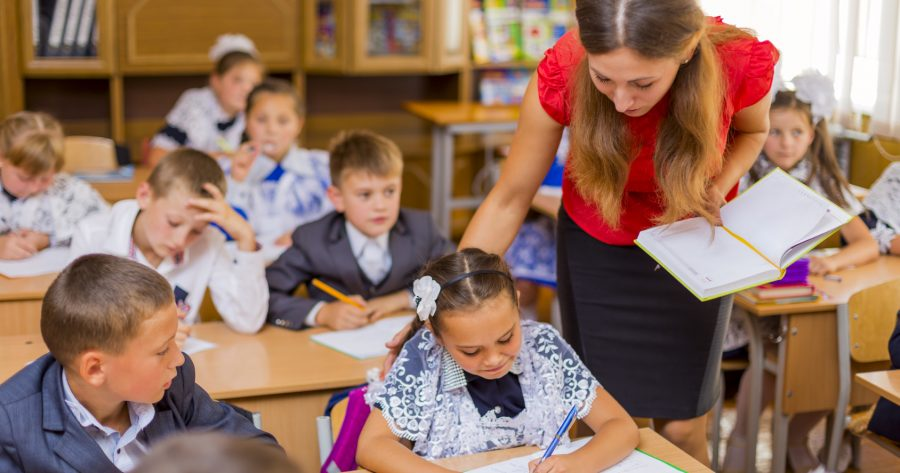 WHAT TO TEACH IN AN EFL CLASSROOM